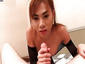Asian shemale delighting long dick